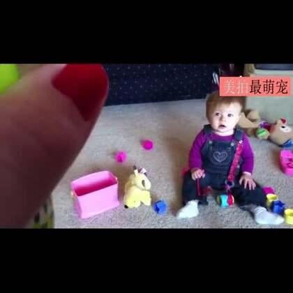 #宠物##宝宝#宝宝见蠢汪追咬肥皂泡,甜美的笑了!😂😂
