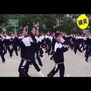 别人学校的广播体操,这音乐听着听着我竟然就嗨起来了#广播体操##别人学校的广播体操##搞笑##搞笑视频##逗逼##逗逼欢乐多##脑洞大开##涨姿势##我要上热门#@美拍小助手