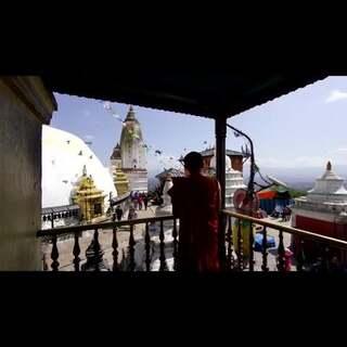 尼泊尔,在这座喜马拉雅山脚下的国度,穿梭印度教与佛教融合的寺庙中,每天都有人微笑着对你说Namaste。不管徒步或眺望,尼泊尔都能满足你对雪山的所有期待。#旅行##尼泊尔#