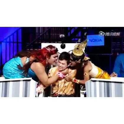 #泰国人妖##泰国整人节目##我竟无言以对#😂泰国歌手上一次节目,居然被无牙老伯,肥胖人妖舔啊舔😂😂😂😂求他心里的阴影面积#哈哈哈搞笑视频##求上一次热门#
