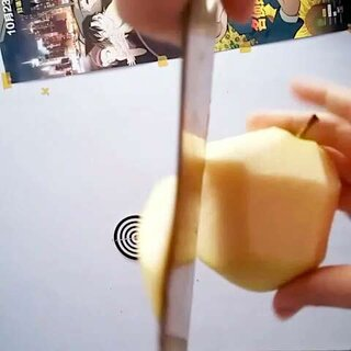#直播削苹果#第一次削东西的小伙伴们是这样的🐷,赞同的双击点赞哦!👏