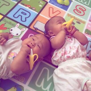 🌸快十个月了,小公主们💋要快快乐乐的#最萌双胞胎#