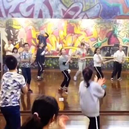九节课零基础学员班级学习两段舞蹈----第二段😁
