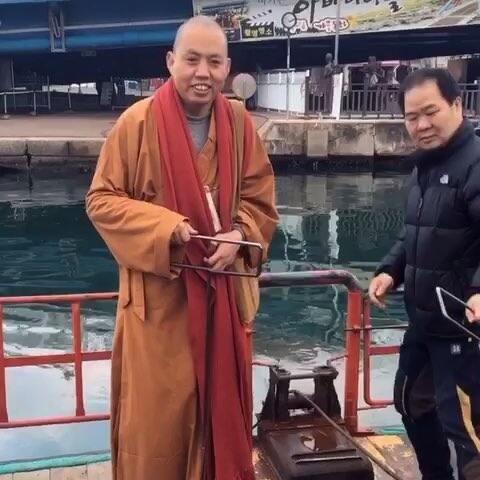 【苏芩美拍】延参法师在韩国束草的阿爸村客串...