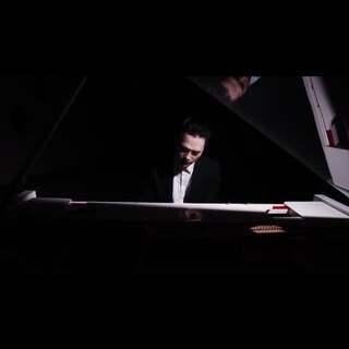最近很火的小幸运,我也改编了一下,希望大家喜欢 ,也谢谢大家一直的支持😁#U乐国际娱乐##钢琴##小幸运##吉他##弹唱# 微博 录音师边边