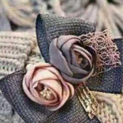 #戴上手套去玩雪#不走萌萌哒的路线?没关系~ 🔥上新!名媛淑女风毛线手套🔥 预订价4️⃣7️⃣包邮。5天发货,这款没有几双,要的私聊我呦!