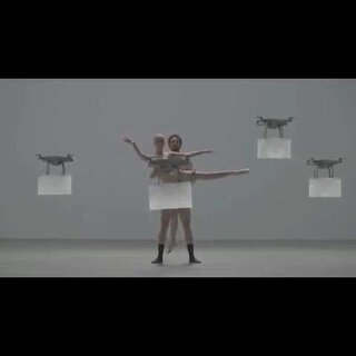 没有衣服的你无人机都看不下去了#舞蹈##日本广告##无人机##重点部位已打码#