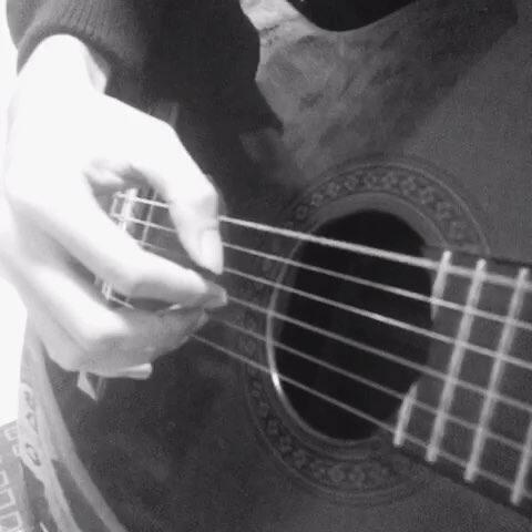 #右手弹唱教学#吉他拍弦右手1用技巧IMA同舌字步骤图片