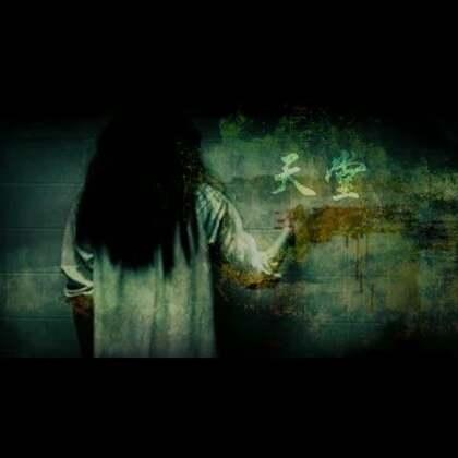紫云撩起蚊帐,她探身进去关掉了台灯,可是她刚要抽回身,她一下子停住了!她猛然间意识到,就在刚才关掉台灯前的一刹那,自己好像是看到了什么不太一样的东西……#张震讲故事#
