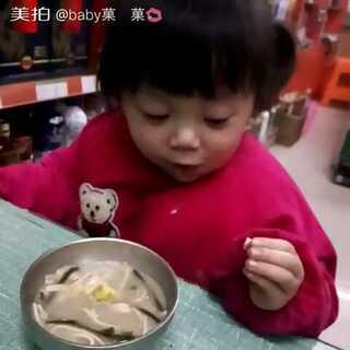 #我家宝贝棒棒哒#前面已经吃了一个烧卖了,这接着吃我做的胡辣汤,胃口大开呀最近#我要上热门##会吃饭的暖宝宝#