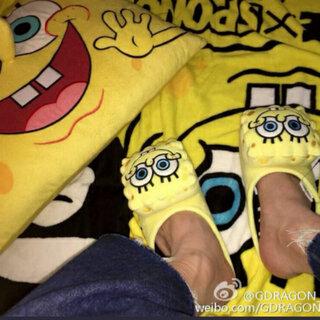 #把手套套在脚上##权志龙#