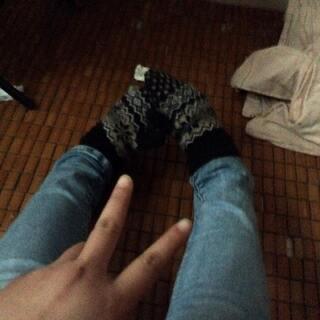 #把手套套在脚上#