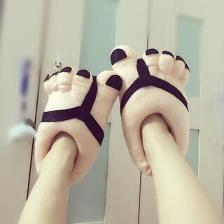 #把手套套在脚上#大脚怪 哈哈 😂