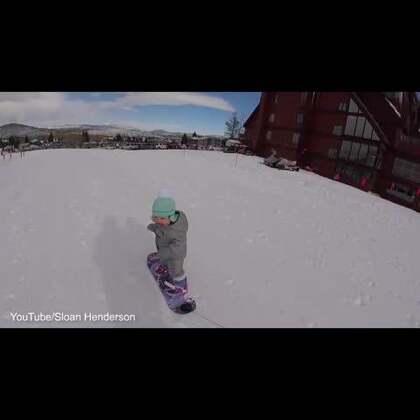 美国#1岁宝宝滑雪#视频走红 姿势专业萌翻网友😍😍#宝宝#
