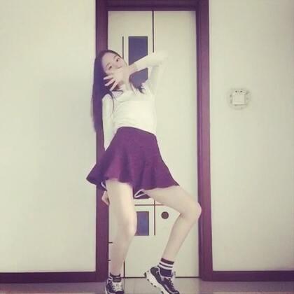 Gfriend-Rough#韩舞##舞蹈##Gfriend##gfriend - rough#很多人都想看这个 因为生病这个星期都没出屋子也没有力气 刚好我就来发一小段 算是预告吧!没练几遍 跳得不是很好…上午才大病初愈没力气…总之💕💕💕点赞过300💕💕💕 发完整的☺