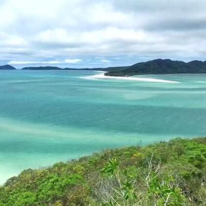 #旅行##美拍拜年#羊年最后一天 坐快艇出海 从虎克岛浮潜到白天堂沙滩的雨再到快艇上溅起的海水 像是泡在水里的一天!第一次亲眼见到了大堡礁的珊瑚和澳洲第一的沙滩White Haven Beach 最后祝大家新年快乐 猴年大吉!