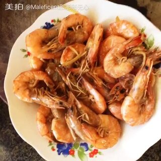 #油焖大虾##pk香喷喷的小烤鸡#老郑 😂这样的徒弟你收不收@香喷喷的小烤鸡 就是要艾特你个遍 对了 我放盐了 忘了说了😂