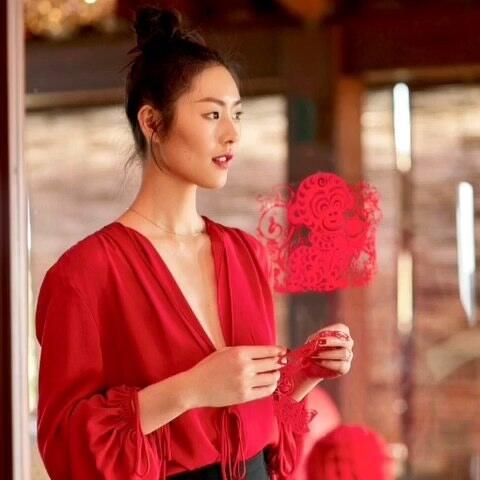 【时尚画报美拍】当红超模示范红装造型,春节喜庆...