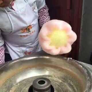 #美食##街边小吃##棉花糖##我是吃货我自豪# 视频源自网上,如有侵权私信告诉我,必删。【咳咳咳,我知道是有点不卫生神马的,但是!对于中国人民百毒不侵的体质来说,简直就是毛毛雨😂😂】