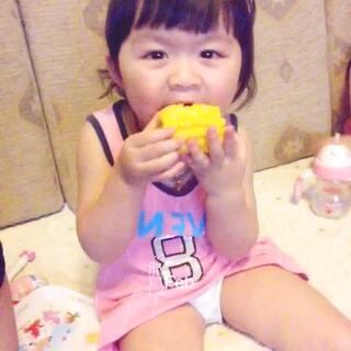 😁晚餐就吃玉米#宝宝##最萌双胞胎#@宝宝频道官方账号 @美拍小助手