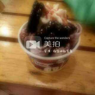 终于吃到了梦寐以求的炒冰淇淋,逛街逛了一圈就在门口,哎😣 以为吃不到呢!#炒冰淇淋##在路上##随手美拍##走哪吃哪##泰国炒冰淇淋#