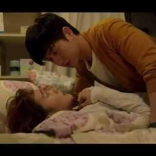 """#韩国情侣间的那些事#33 看1-10集里仙贝朴海镇的撩妹合集,有这样的技巧再怎么样的女生也得倒下吧😂😂 女主""""狗毛""""的单纯逼真的演技,我也是佩服得给99分,那一分不给是怕金高银骄傲😘#韩剧奶酪陷阱#"""