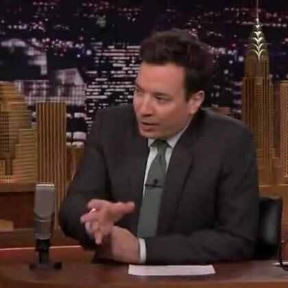 """#比尔盖茨大秀DJ#盖茨在参加吉米·法伦主持的""""今夜秀""""节目中,为了给GatesLetter.com网站做宣传拍摄了一段视频。在视频中,盖茨不仅又蹦又跳,最后从DJ台上翻身一字马跳到台下,然后与妻子梅琳达一起跳舞。🎵场面气氛high到爆炸,想不到盖茨居然身怀如此技能!😱陆宁"""