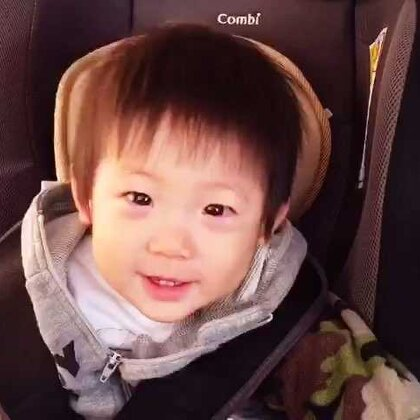 JT really love his car seat. 細佬很喜歡他的私人座位。Happy #combi####jthung####happy##
