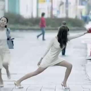 日本脑洞广告😂《整个城市都是我的棒球场》这么多角色里面不乏一些特别养眼的😳#搞笑##逗比##广告##脑洞##我内心是崩溃的#关注@我内心是崩溃的 每天都能看到这些乱七八糟的视频
