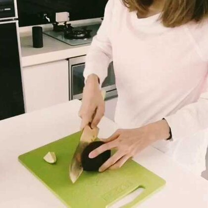 最喜歡吃早餐了~跟大家分享我的最愛~烤酪梨土司!(烤ㄧ片土司的時間)即完成!#ohmyday#