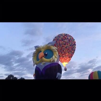 #旅行##热气球节##澳洲#澳洲堪培拉一年一度的热气球节CBR Balloon Spectacular 本周拉开帷幕 最期待的堪培拉活动,没有之一!今年特色-猫头鹰博士、皇家澳大利亚空军、黑武士达斯维达、飞屋环游记热气球…从老议会到国家植物园,一路狂追