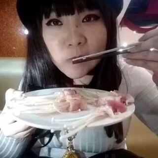 五花金针菇😂😂#生吃##挑战头顶书本#