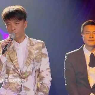 #李克勤#提携新人共唱《天梯》 粤语改编惊艳全场 #我是歌手##来芒果TV看我是歌手#