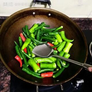 #低卡路里美食#美食#自拍美食,低卡路里虎皮青椒,希望朋友们喜欢。