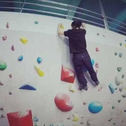 3月26日 晴 一群欢乐的跑酷🐶来到了攀岩馆遇到了攀岩界的仙女姐姐