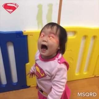 蝙蝠俠爸爸與超人女兒開戰...誰會贏得勝利?💪 #搞笑##寶寶##蝙蝠俠##超人##我們這一家(⊙◞౪◟⊙)#
