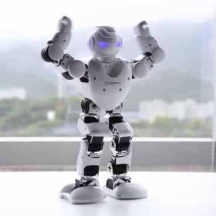 春晚机器人带来了他的新的小伙伴——JIMU积木机器人!分分钟自由变身,给你好看。只有你想不出,没有它变不出。造型由你搭建,动作由你编程,一切都由你决定!想要玩儿出更带感的花样?点我点我点我!http://sale.suning.com/sm/jiqiren0330/index.html