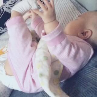 #爱吃脚丫的宝宝#