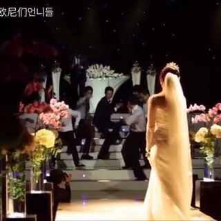 #爱玩的欧尼们#韩国另类婚礼,新郎舞蹈水准也是超棒的~伴舞帅锅跳舞时还来了个小亮点~ 自己寻吧~#舞蹈##婚礼##我要上热门##韩国另类婚礼##新郎跳舞##在韩国很火的视频#@美拍小助手 @舞蹈频道官方账号 @玩转美拍