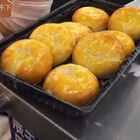 无聊的人只会在超市捏方便面 ,看别人在超市试吃都忍不住口水直流#逛超市##美食##试吃##吃货##重邮日记#