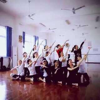 #fuck舞##我要上热门#全班一起fuck舞 上课都没这么整齐过😃😃😃