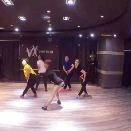 #舞蹈##妖男yanis编舞# 周内白领女性的成果,只要坚持,都会跳好。加油!爱你们!@西安VX街舞工作室