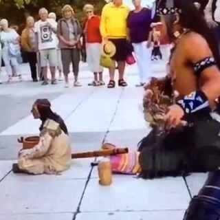 #fuck舞##致喷子##女朋友猜价格挑战##我的欧巴最会撩##手指接吻#一位印第安人街头演绎!感化了所有人!当年美国佬曾要赶尽杀绝!为这位印第安人点赞吧!