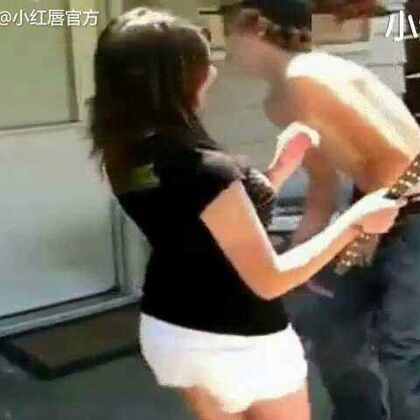看着就疼的女子防身术😳男生也要小心啊#搞笑#微信号:xhcmmm