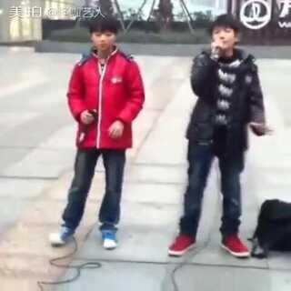 #00后交友#王源王俊凯未成名之前街头唱歌,不懂的人永远不会懂,没有随随便便成功的人😘#音乐#