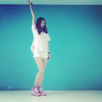 ✨刺痛-stellar✨#舞蹈#能把19禁跳的一点儿也不禁的也就我了😂睡前卖个萌,大家晚安。微博👉http://weibo.com/u/1891128203 鞋子👉http://b.mashort.cn/h.q9WIN?cv=AAEUxbFP&sm=9a714c