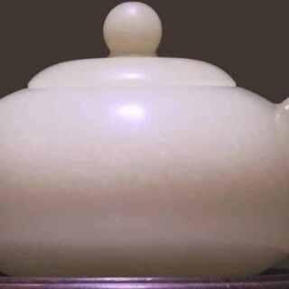 """中国玉雕的过程,这个人简直简直简直太牛了,他给故宫修复文物,他制作北京奥运""""中国印""""和奥运奖牌牌,记住他叫张铁成,制作过程和制作的东西真的是艺术品啊,大神请收下我的膝盖!转自:手工派#涨姿势##超级工厂##艺术的制造过程#"""