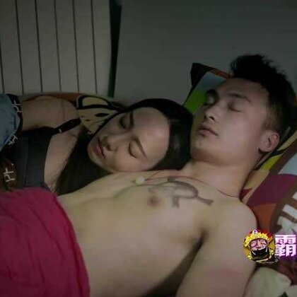 趁着月黑风高,美女熟睡时,他来了! 想知道到他们之间发生了什么就快点抢沙发~~~要看完整版就戳着http://www.weibo.com/u/2467486803 ,快搜索微博、微信公众号关注#霸王别急眼#精彩抢先看。#搞笑#