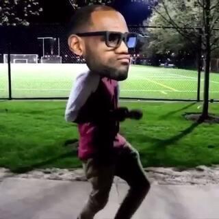 欧文的跑男舞被玩坏了😂😂😂老詹中招#NBA##跑男舞挑战##我要上热门#