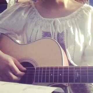 #音乐##传奇##吉他弹唱##一人一句王菲# 只因为在人群中多看了你一眼。